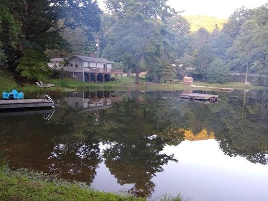 Gerton, Северная Каролина: Peaceful evening scene.