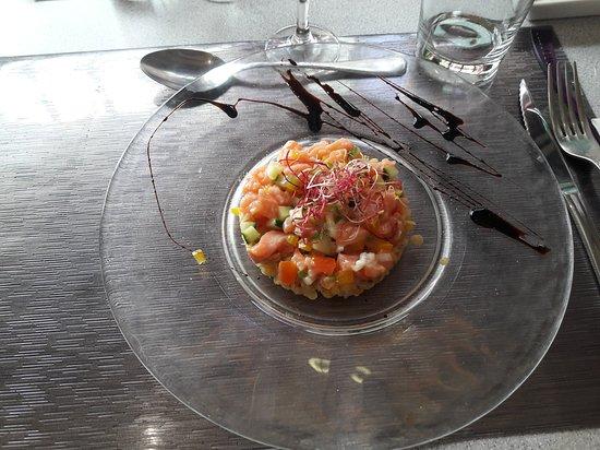 Ry, France: tartare de saumon sur lentilles corail