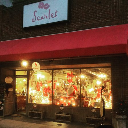 Mount Airy, NC: Welcome to Scarlet Begonias,