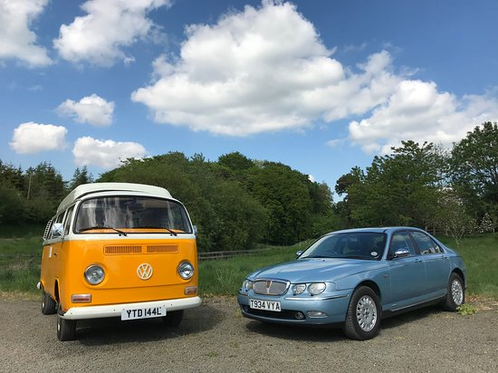 Dolphinton, UK: VW Campervan and Rover 75