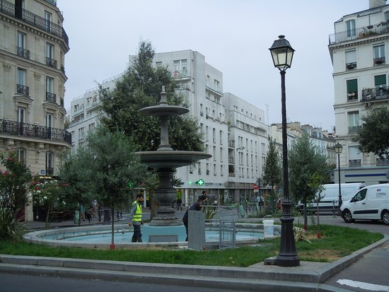 Fontaine De La Place Du Colonel Bourgoin