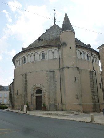 Neuvy-Saint-Sepulchre, France: Vue extérieure