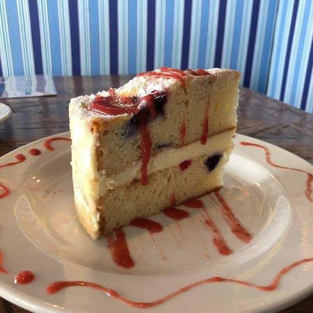 Fulton, MD: Lemon and berry cake