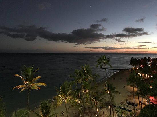 Outrigger Waikiki Beach Resort : 6th floor Oceanfront sunset