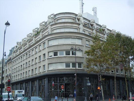 Les Atlantes de l'avenue Daumesnil