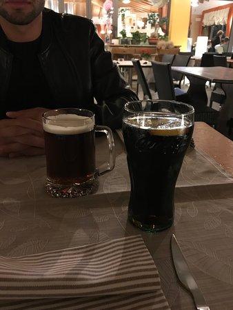 Mareno di Piave, إيطاليا: Birra rossa 0,5 € 4,80 Coca-cola media € 4,30