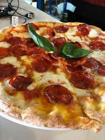 Cefalù Rustica Eatery: Wood Oven Pizza