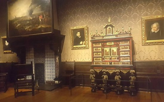 Museum Plantin-Moretus: room with furniture and portraits