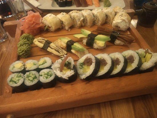 Art Sushi: Veggie set menu + special California roll