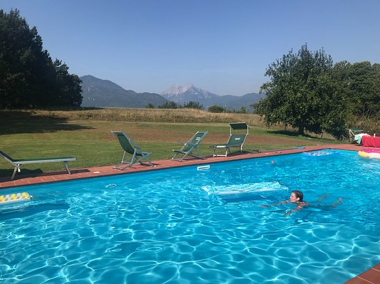 Coreglia Antelminelli, Italien: pool and view