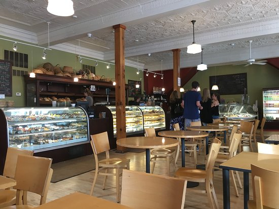 Presti's Bakery & Cafe: Inside