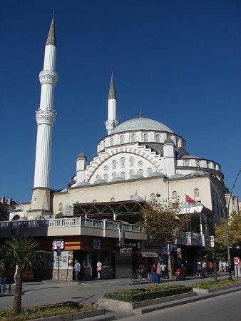 Izzet Pasa Camii