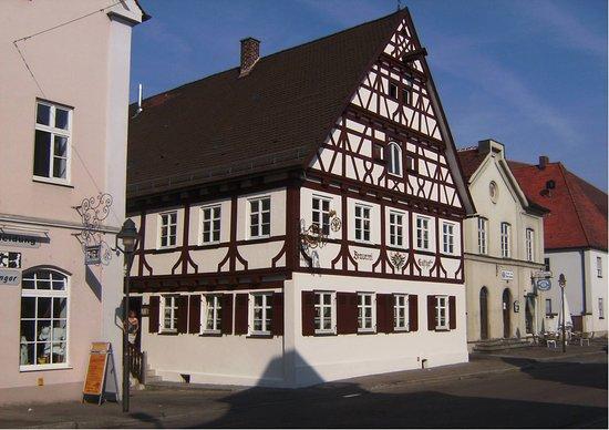 Ichenhausen, Tyskland: Unser historischer und über 300 Jahre alter Gasthof