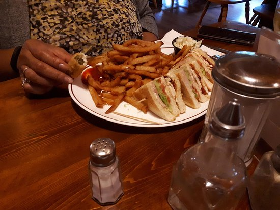 Mansfield-et-Pontefract, Καναδάς: Club sandwich and fries