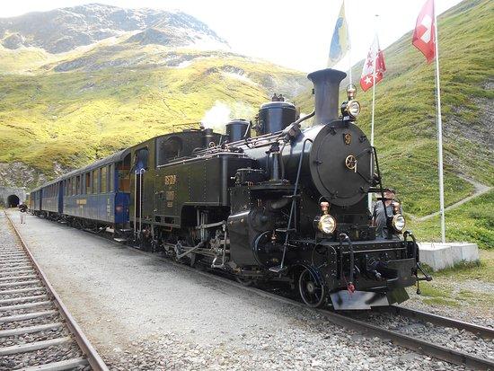 Realp, Switzerland: フルカ旧トンネルを抜けて小休止