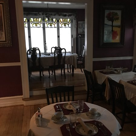 Canadensis, PA: Let very restaurant in a b&b. Terrific food  with delicious  wAit  staff, love the menu