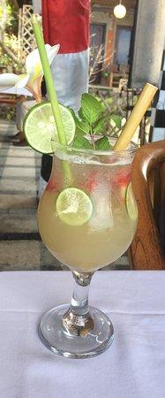 Lezat Beach Restaurant: Beautiful Cocktail