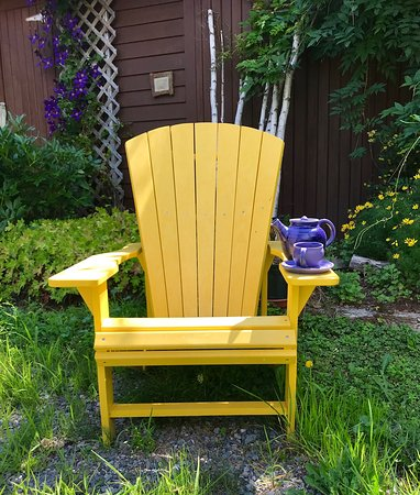 Tatamagouche, Canada: In the garden of the pottery studio