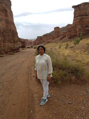 Charyn Canyon: pathway