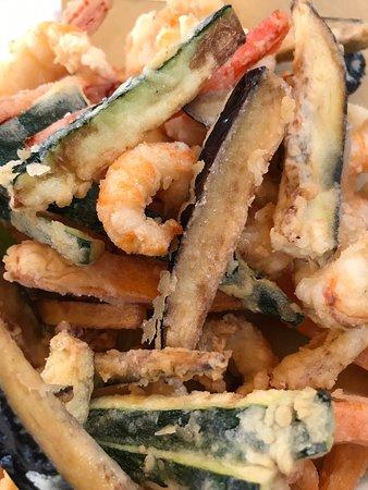 Scampi fritti con verdurine croccanti