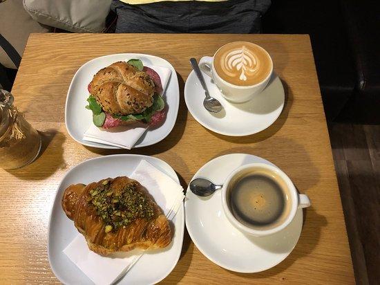 9BAR: cafe and sandwich