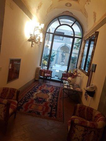B&B Piccolo Hotel: 20180825_075053_large.jpg