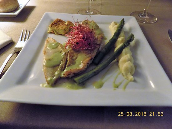 Gincla, Frankrike: Fresh Pike - perfectly cooked