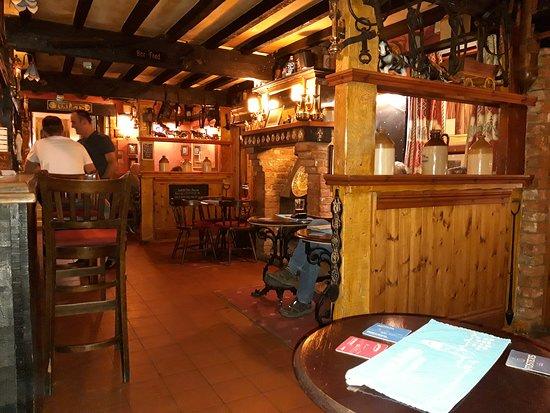 Great Cressingham, UK: Pub interior