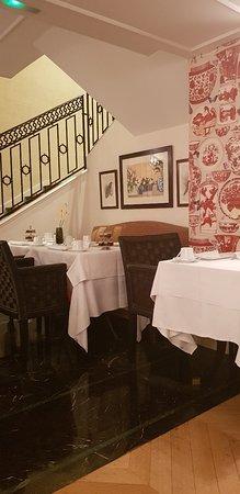 Hotel Francois 1er: 20180822_090838_large.jpg