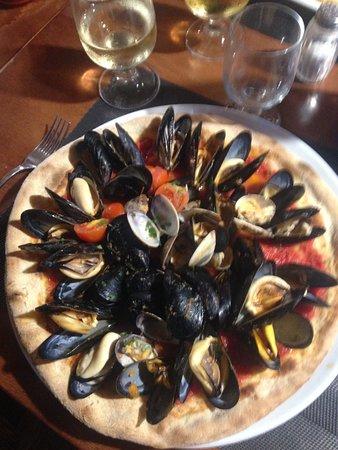 Ossi, Italien: Pizza pescatora