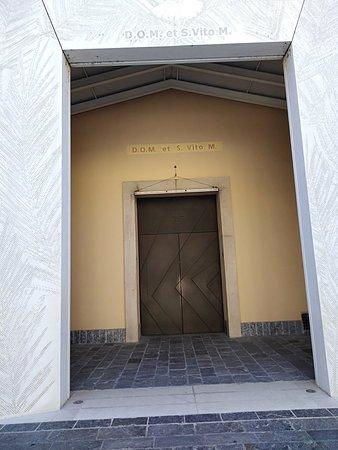 Sono le ore 15:30 di domenica e questa chiesa di San Vito e chiusa! Per chi a fede considerazion