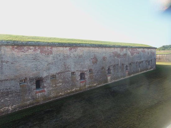 Fort Macon: Wall