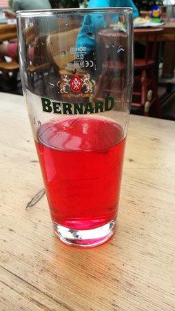 Hustopece, República Checa: Proto mají tak hnusné pivo ... Kdyby to viděl Bernard, tak ho to klepne..