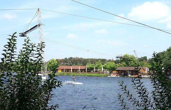 Rieste, Germany: Wasserski möglich, mehrere Restaurants und Cafés vorhanden