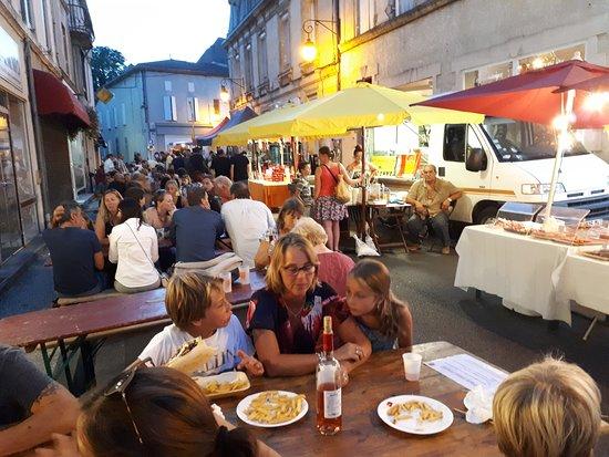 Soubran, Francia: Evening market in Montendre