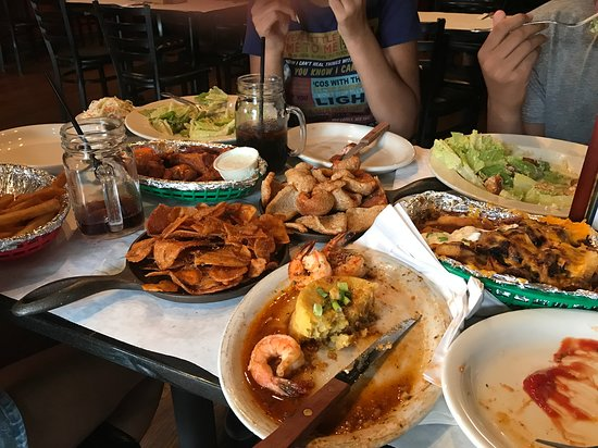 Dumont, นิวเจอร์ซีย์: Blue Cheese Coleslaw, Buffalo Wings, Homemade Potato Chips, Pork Rinds, Garlic Shrimp, Loaded Fr