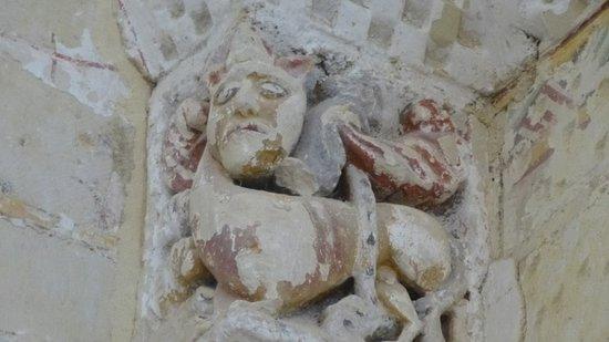Maine et Loire, France: Chapiteau roman à tête de monstre