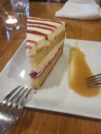 The Refectory Cafe: Cake - dry