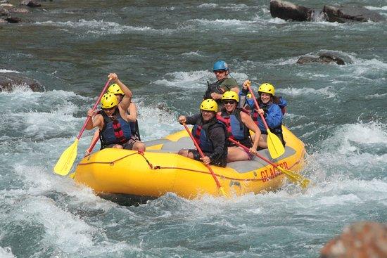 Medio día de viaje en balsa en aguas bravas: On the river with Doc