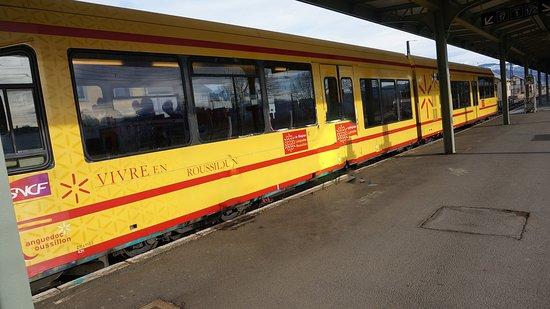 Le Train Jaune: le petit train jaune en gare