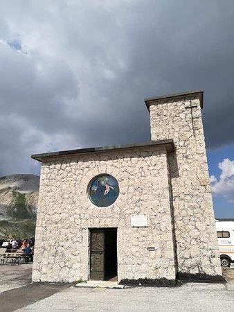 Assergi, Italia: Facciata