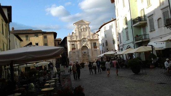 Fontana di Piazza del Mercato: Fontana di Piazza del Mercato