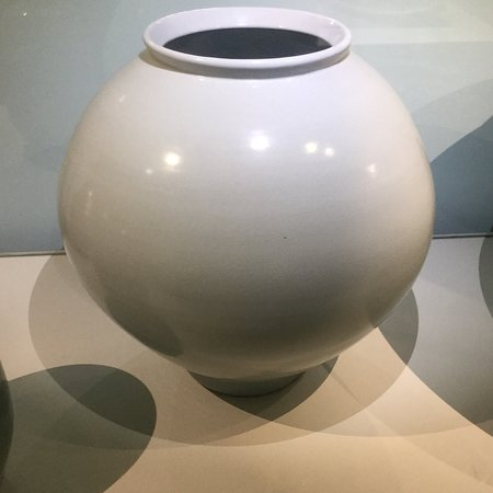 Museo Internazionale delle Ceramiche: Une très intéressante collection qui montre que la céramique est un art classique, mais aussi po