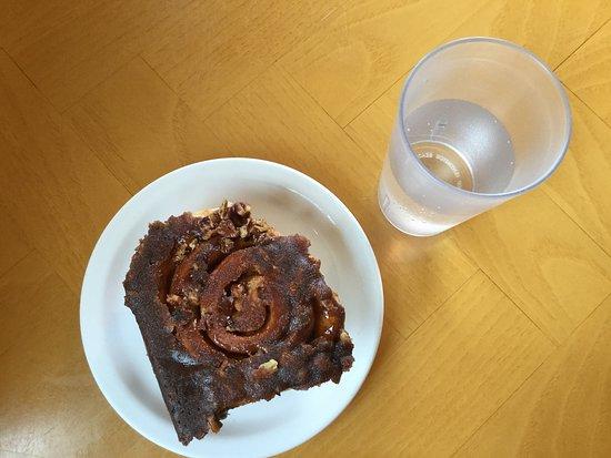 Susanne's Bakery & Deli: Cinnamon nut roll