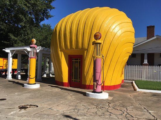 Shell-shaped Gas Station: Great place to stop at and grab a couple quick photos