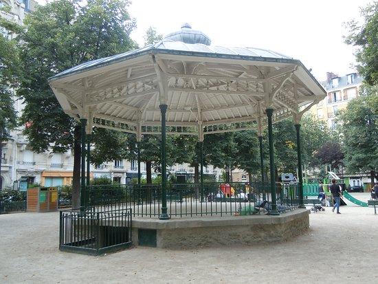 Square Trousseau