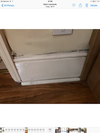 Eagle House Hotel: Mould in bedroom