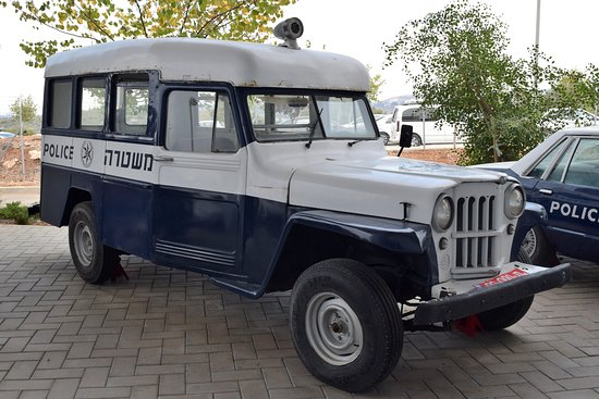 Beit Shemesh, Ισραήλ: Willys station wagon - an interesting vehicle despite rust and an inaccurate paint job.