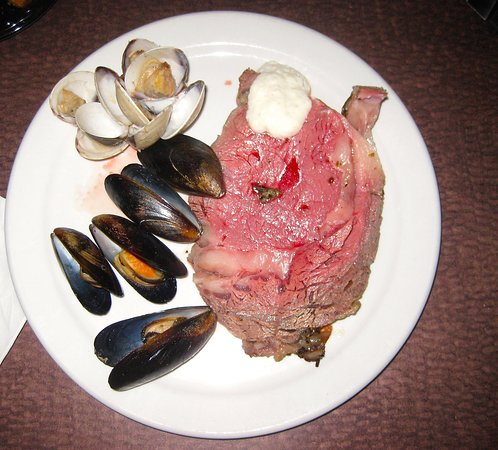 Somerton, AZ: Prime Rib, mussels and clams from the Friday Night Seafood Buffet