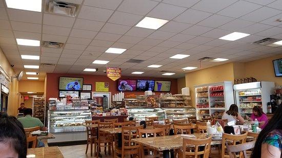 Everett, ماساتشوستس: Interior of Santana's Plaza Cafe